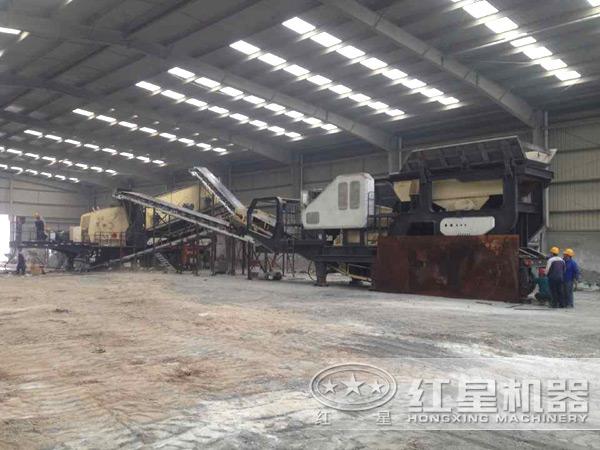 一小时产一百吨煤矸石轮胎式移动破碎机用户现场