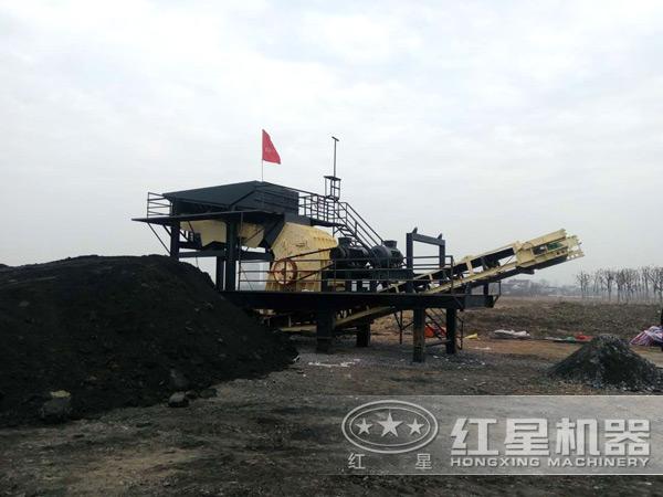 煤矸石轮胎式移动破碎机用户现场