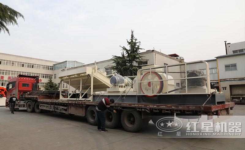 小型双辊制砂机再次发往安徽