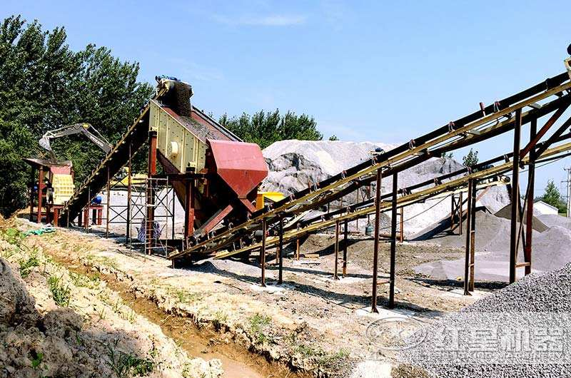 安徽客户小型锤式破碎石子机生产现场图