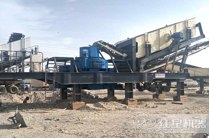 时产100吨小型移动一体式制砂机作业现场