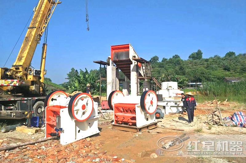 河南pt真人平台690石头破碎机等待安装